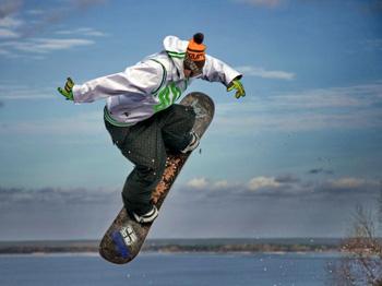 Горнолыжный спуск в Вышгороде на крутом берегу Днепра