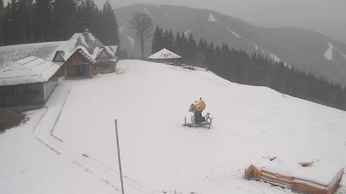 Первый снег на Буковеле. Изображение с веб-камеры на Буковеле